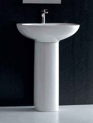 ванная комната в раковиной на пьедестале