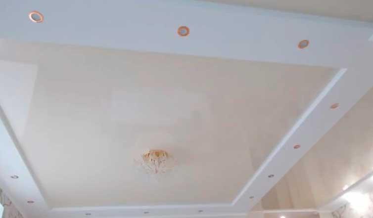 фото точечных светильников в подвесном потолке