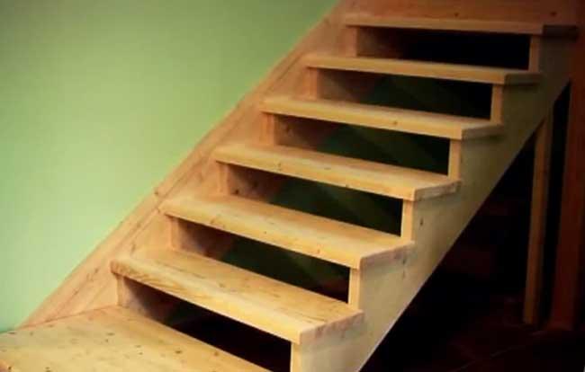 фото лестницы на деревянном косоуре