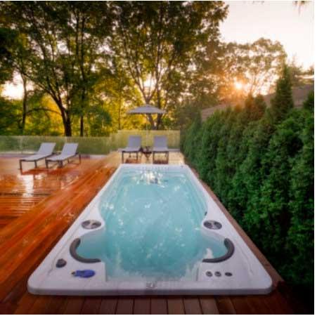 Плавательный бассейн с противотоком