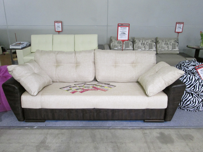 диван с подушками фото