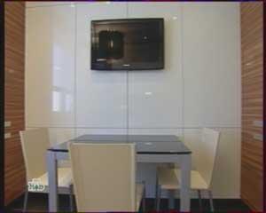 рабочая поверхность для кухни, холодильник на кухне