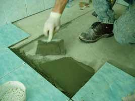 Укладка плитки на пол санузла или кухни