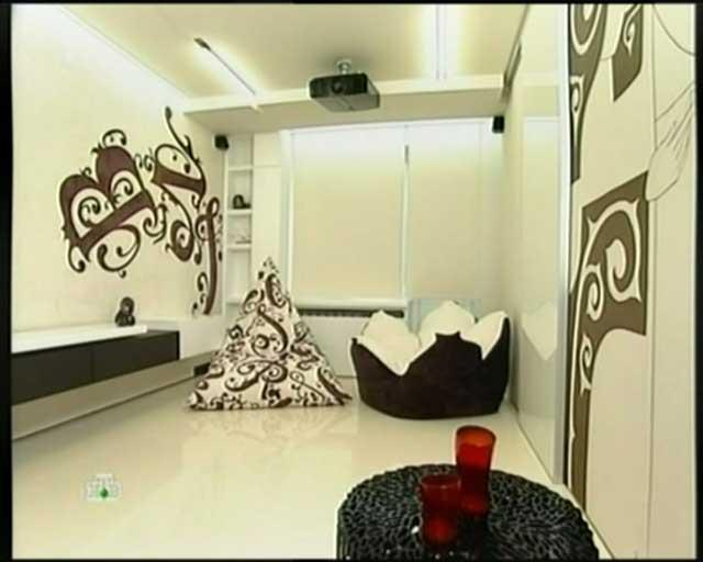 Архитектор удачно решил многие типичные проблемы интерьеров гостиных в хрущевках.