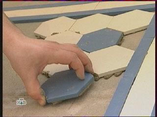 метлахская плитка, пол на кухне, плиточный клей
