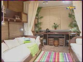 бамбуковые шторы, широкий стол фото