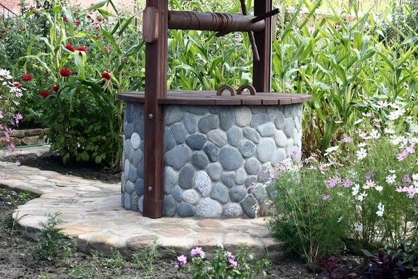 Облицовка колодца природным камнем