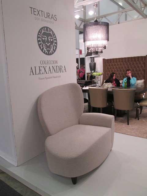Белое кресло для отдыха