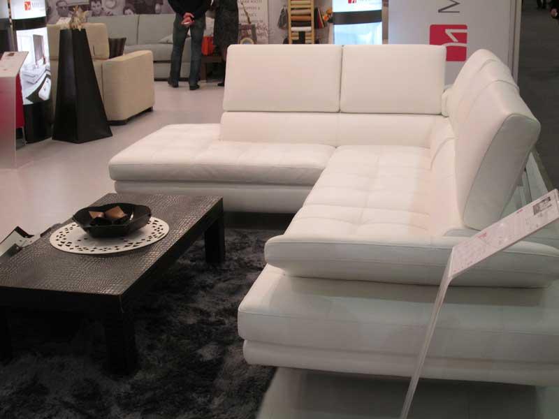 Большой широкий белый диван