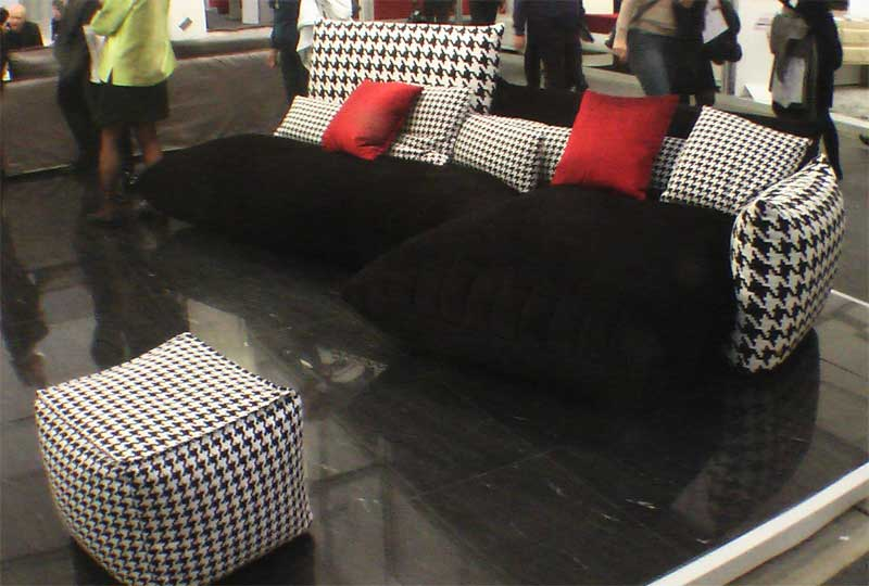 Фото черного дивана