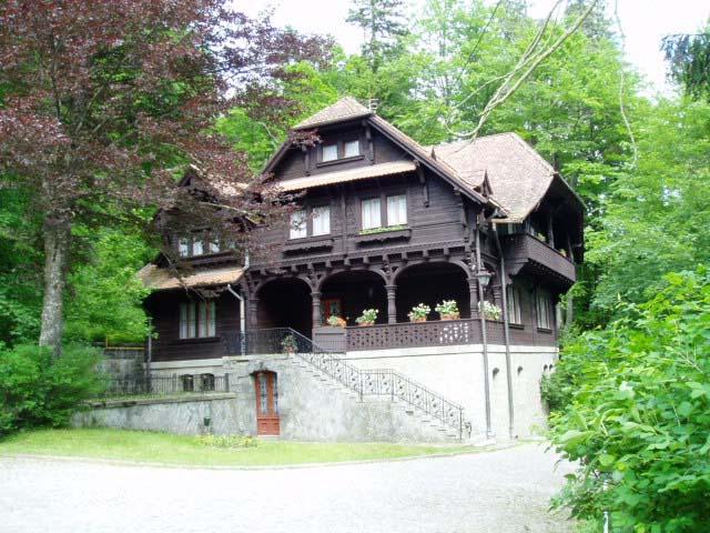 дом с флигелем