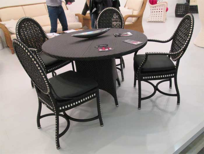 Фото гарнитура стола с креслами