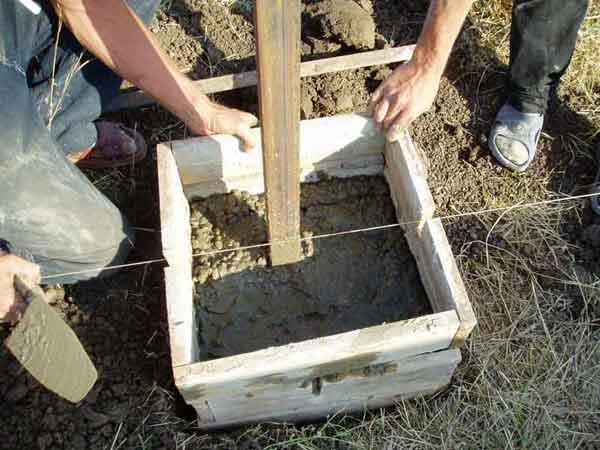 залить опалубку бетоном
