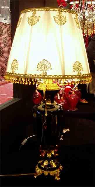 лампа для освещения стола