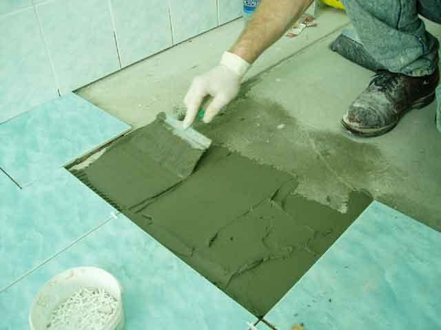 Как плитку на пол в ванной своими руками