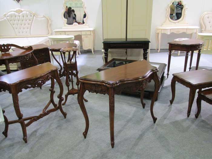 Фото столов с гнутыми изящными ножками