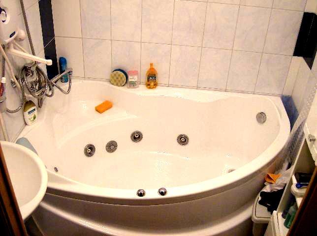 вид угловой ванны