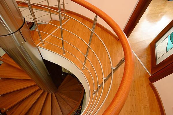 Вид на винтовую лестницу