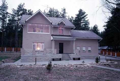 Вид загородного дома