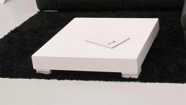 Фото журнальный столик белый