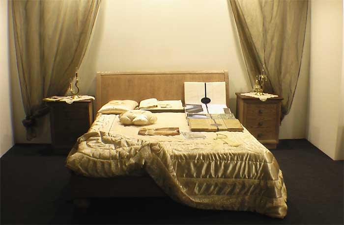 Интерьер спальни со шторами