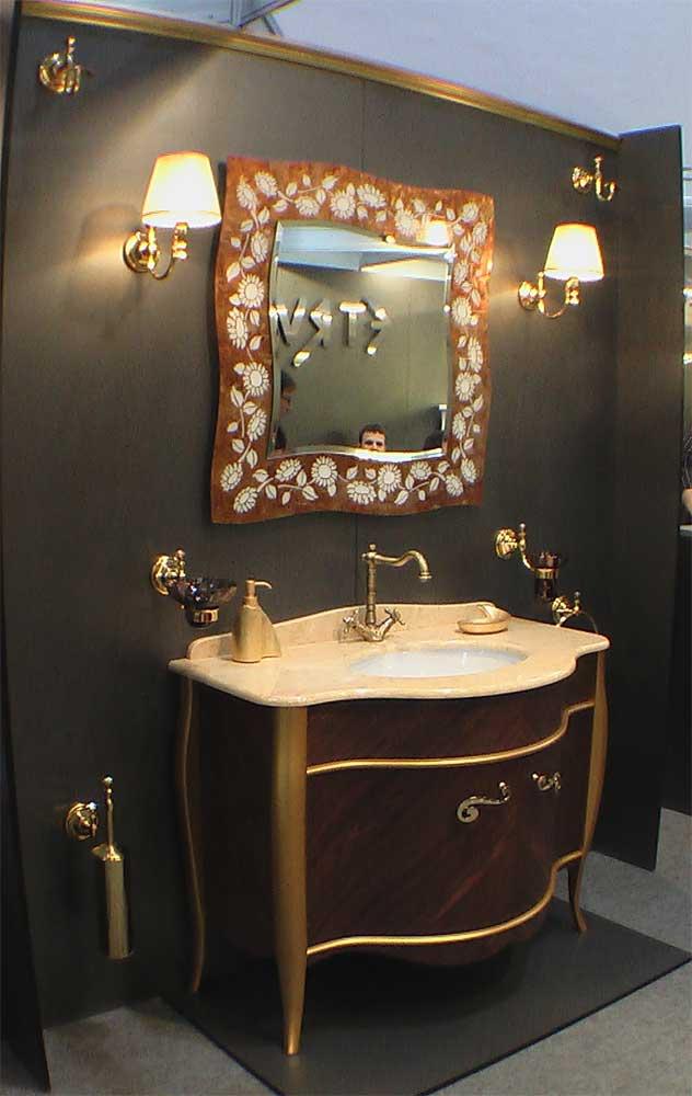Комплект тумба под раковину и зеркало в красивой раме