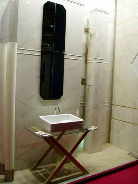 Квадратная раковинка на стеклянной подставке