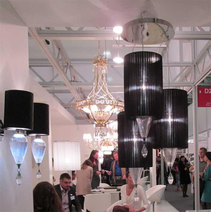 Люстра из трех черных плафонов с хрустальными подвесками