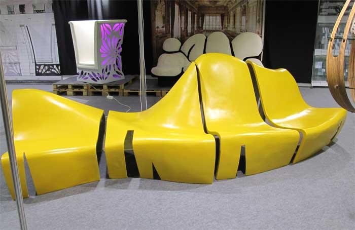 Набор желтой мебели из пластика